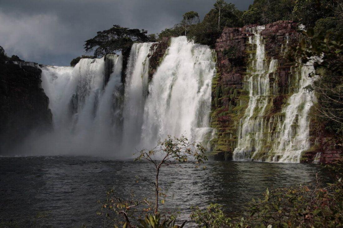 flor-de-oro-waterfall
